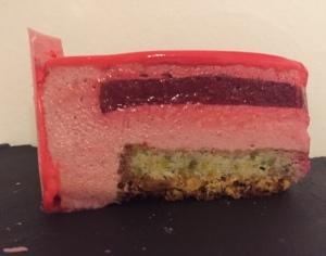 entremet-framboise-rose-pistache-coupe