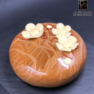 entremet Poire - chocolat - tonka marron